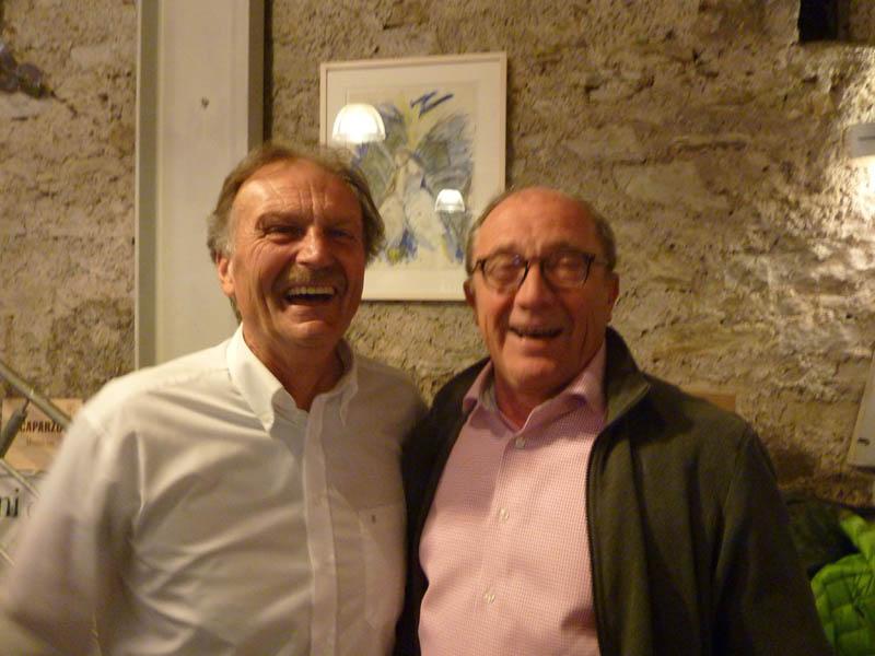Zwei Winzer-Urgesteine in offensichtlich bester Laune: Winzer Weber  (li.) mit Gerhard Grans